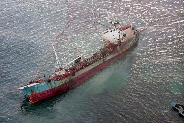 Jessica Oil Spill 2001 (public domain)